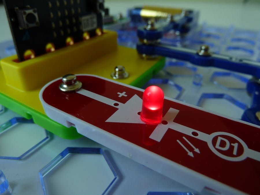Snap:bit - Connect Snap Circuits' LED to Micro:bit