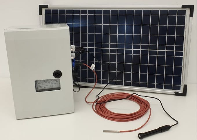 The station with the Pt100, the O2-Sensor and the solar panel