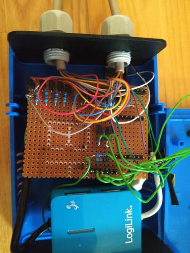 Breadboard PCB with switching transistors and C64 control port connection