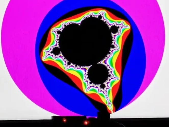FPGA-Fractals 1920x1080x60 Real-Time on USB Power