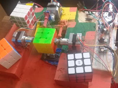 SpinnerCube - Rubik's cube solver robot -18 seconds