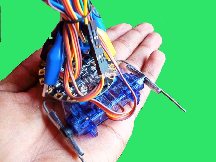 Make a walking robot at home/ Circuitplayground/ #Sc