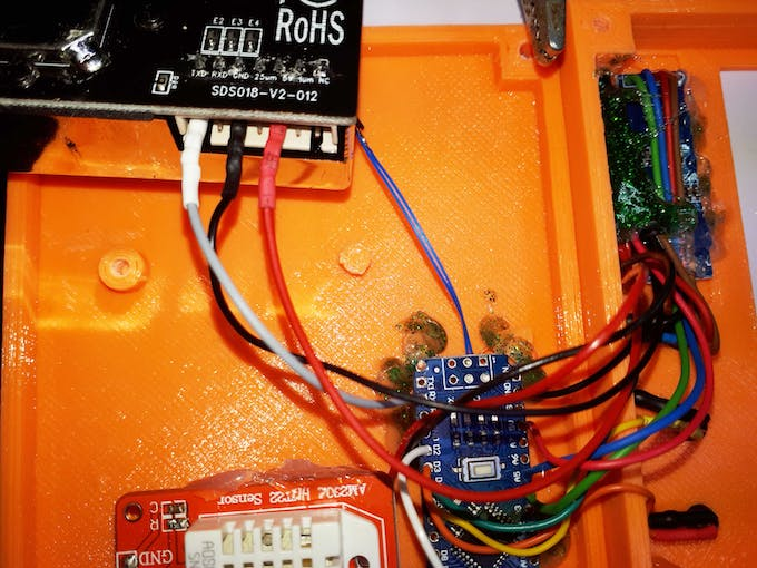 I have inserted a heat-shrink tubing on each female jumper and I have inserted them into the SDS018 sensor module