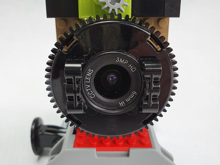 Focus the Pi High Quality Camera With Lego and a Servo