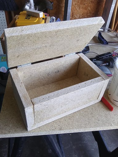 The completed box without notches