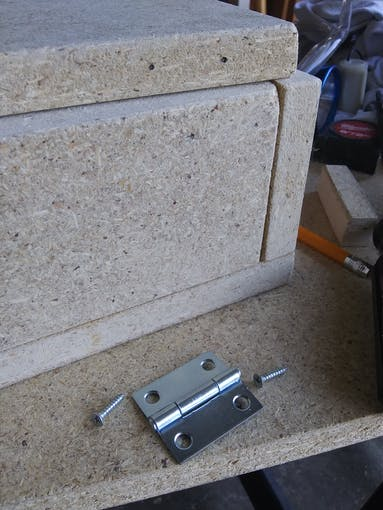 Attaching the lid with a hinge