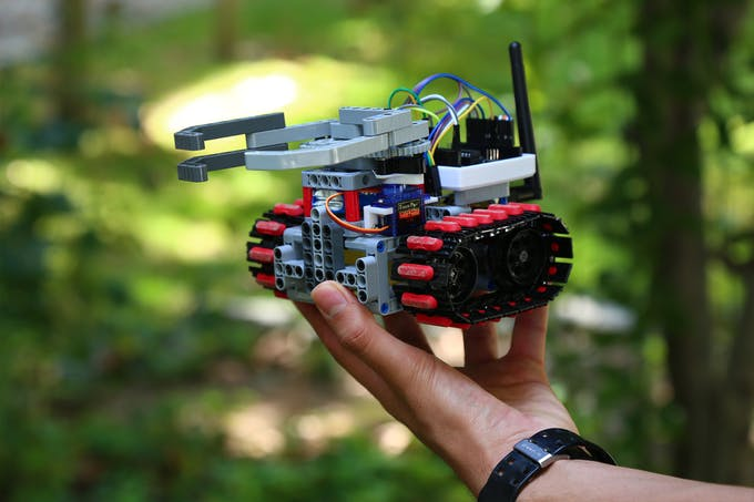 Fig. C - General view of the handheld rescue robot