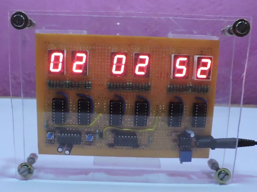 Digital Clock But Without a Microcontroller [Hardcore]