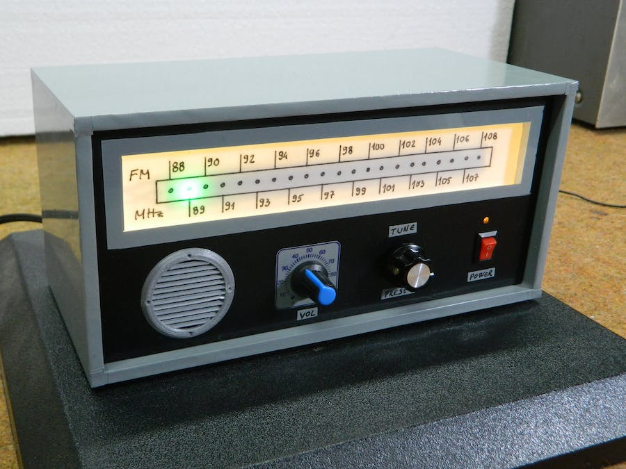 DIY Retro Look FM Radio with Linear Scale