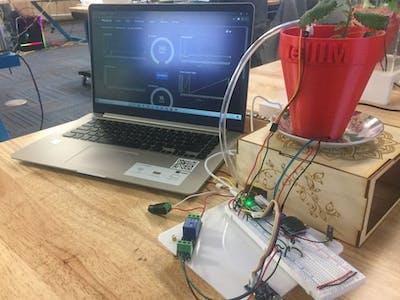 Smart flowerpot reads room environmental data