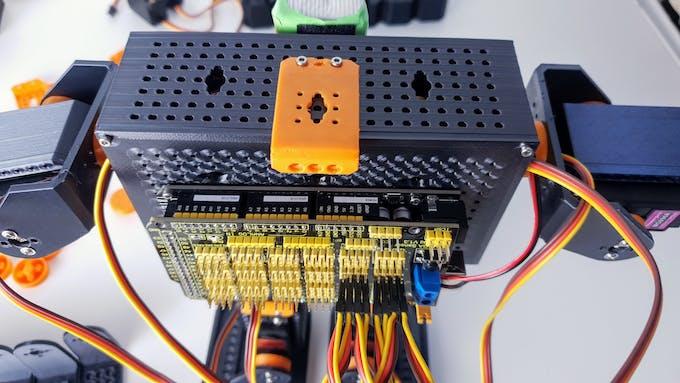 Walking biped droid: 8 servo motors + Arduino MEGA