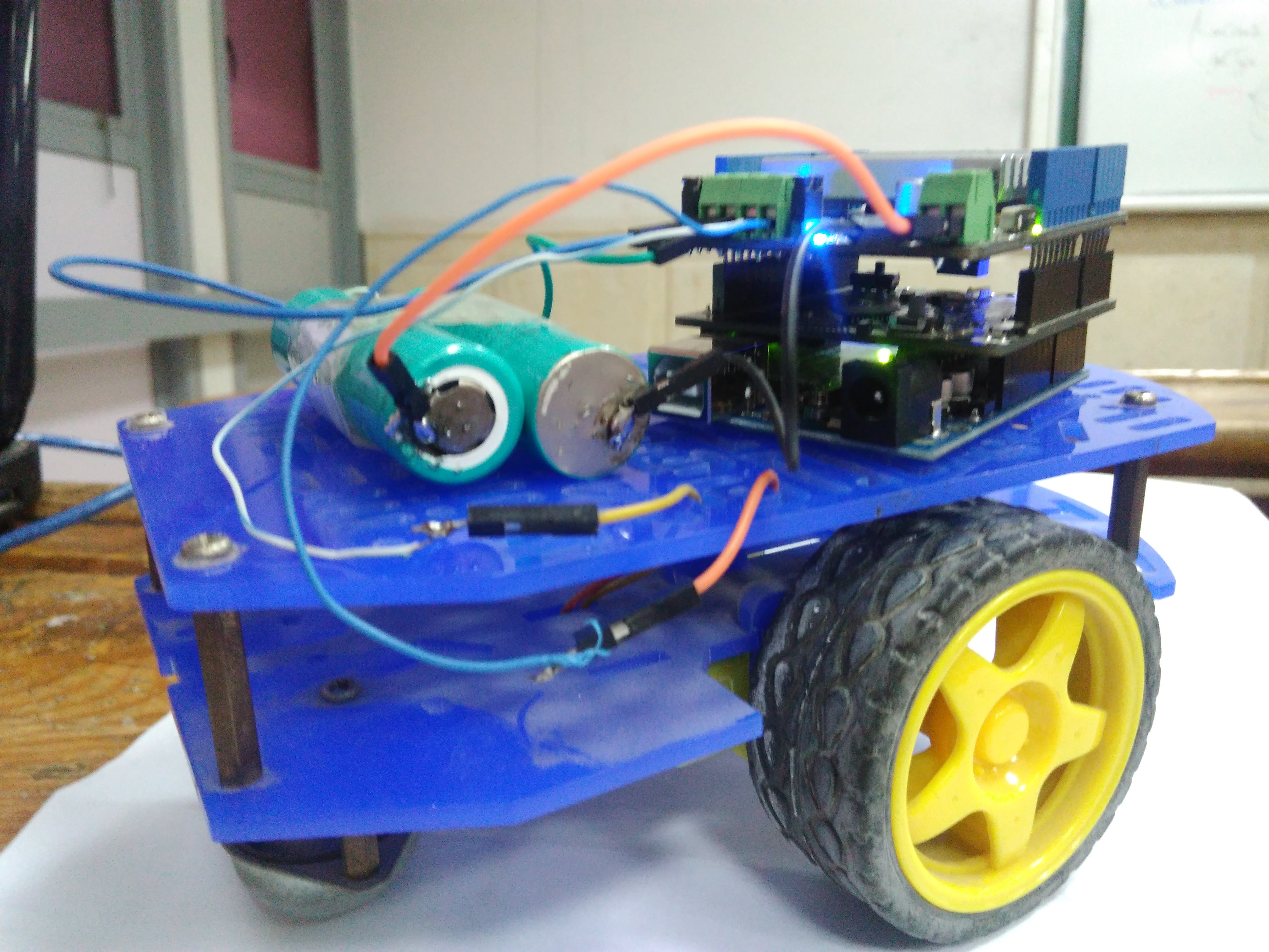 Wireless robot controlled by pointing with your smartphone o
