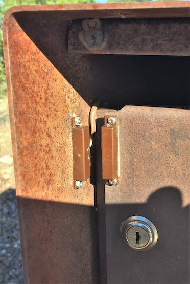 Reef switch mounted on the mailbox