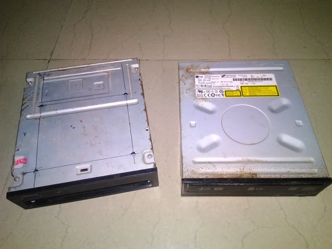 Arrange two scarp DVD Drive