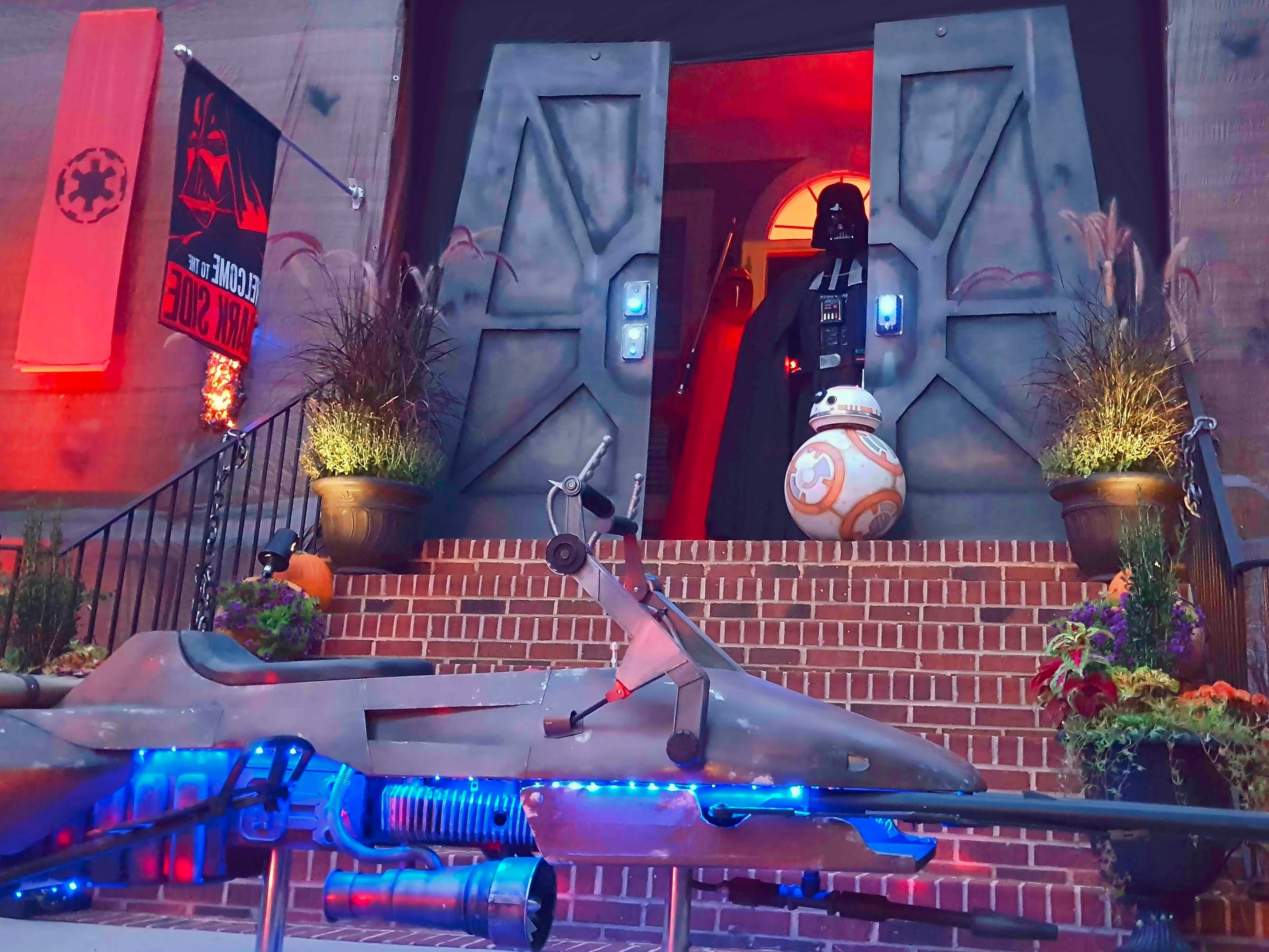 "Star Wars ""Dark Side of the Force"" Halloween Haunted House"