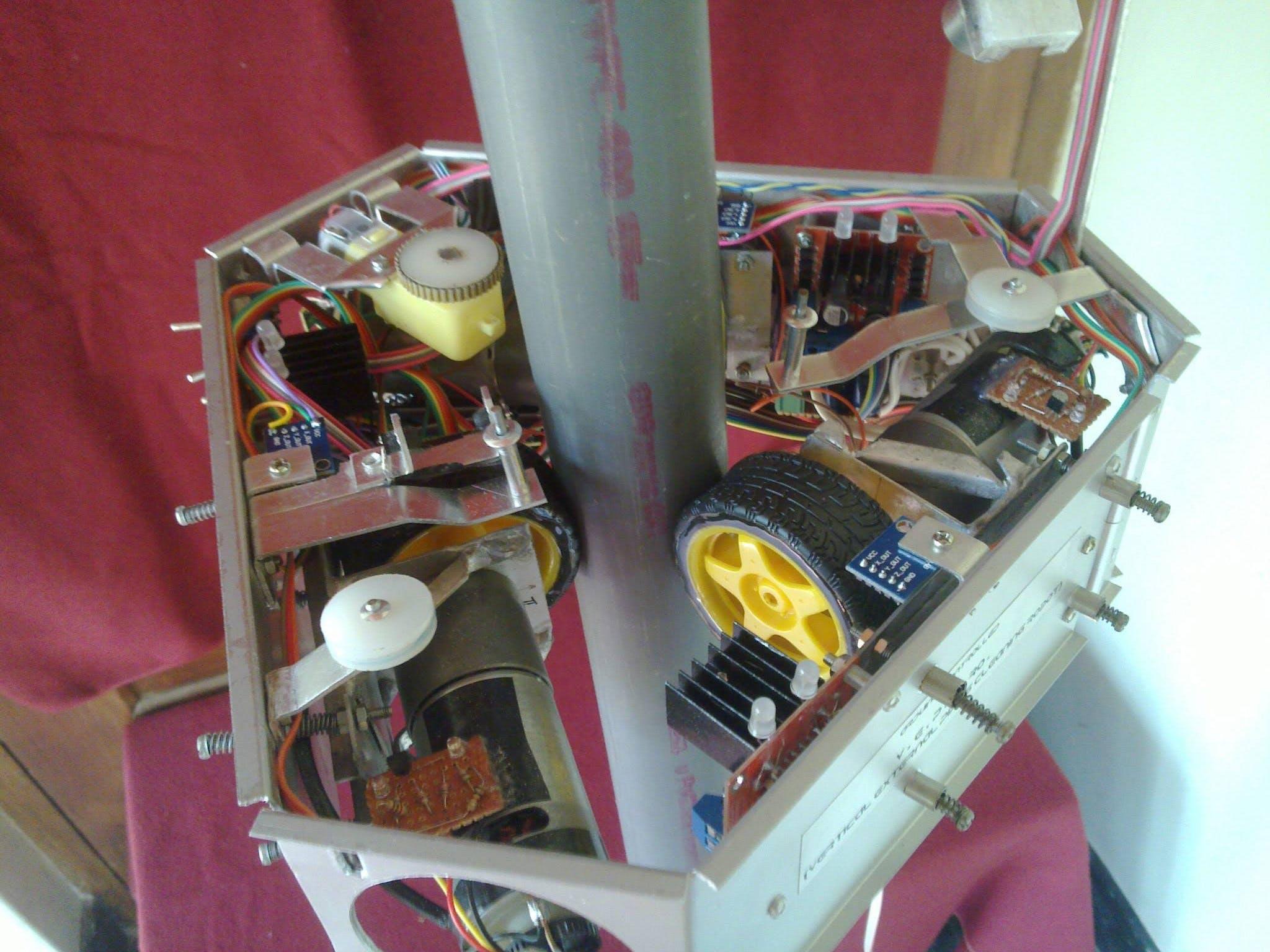 VEPCRo - Vertical External Pole Climbing Robot
