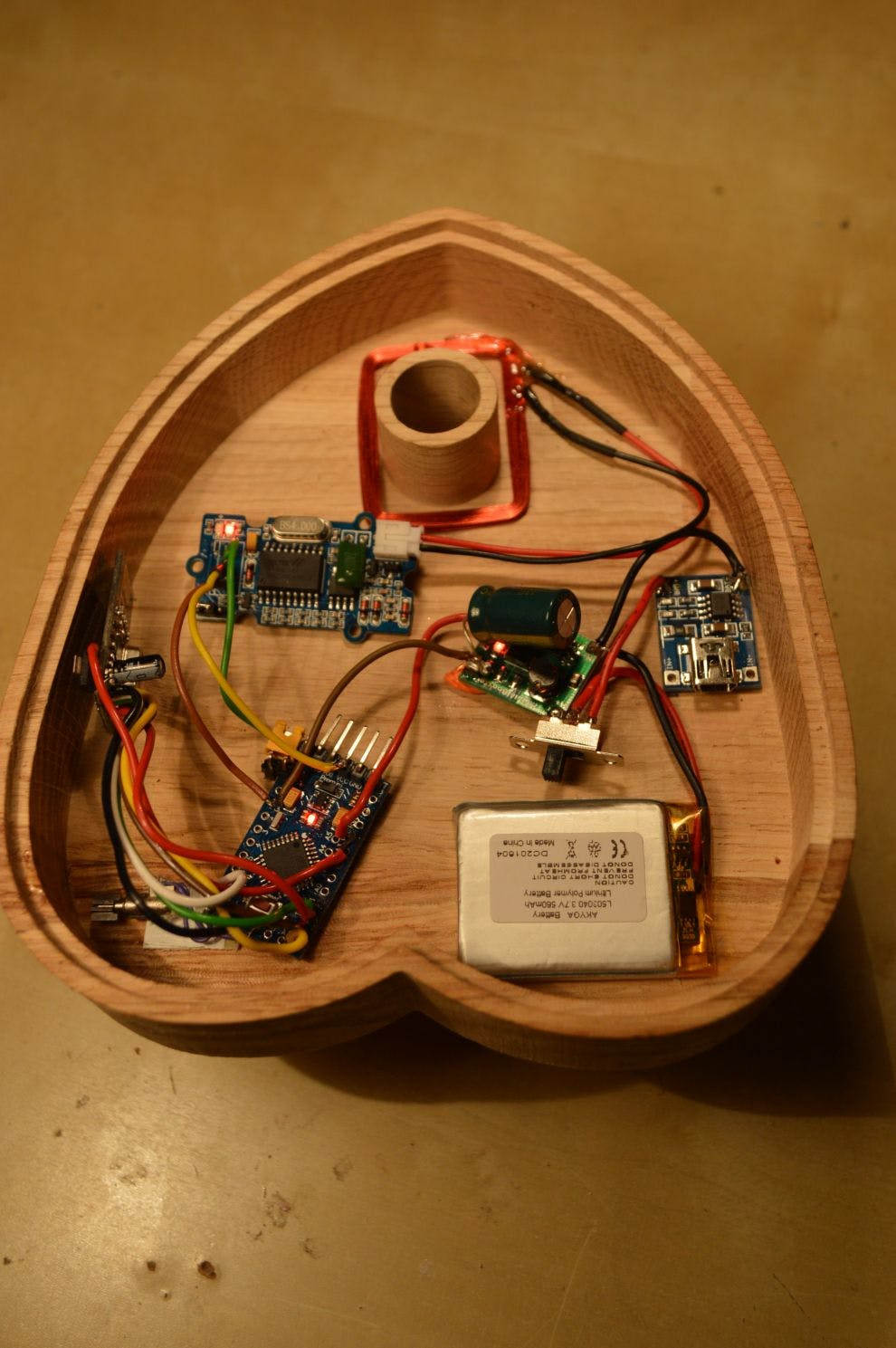 The planchette with a temporary switch instead of the reed switch used in the end.