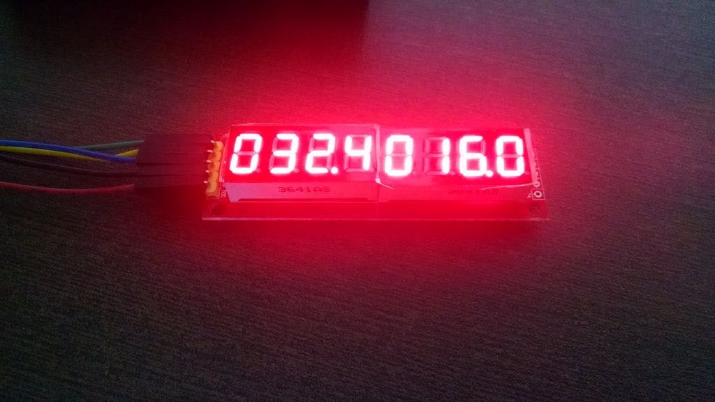 Continuous time count (4 digits at left) / Lap time (4 digits at right)