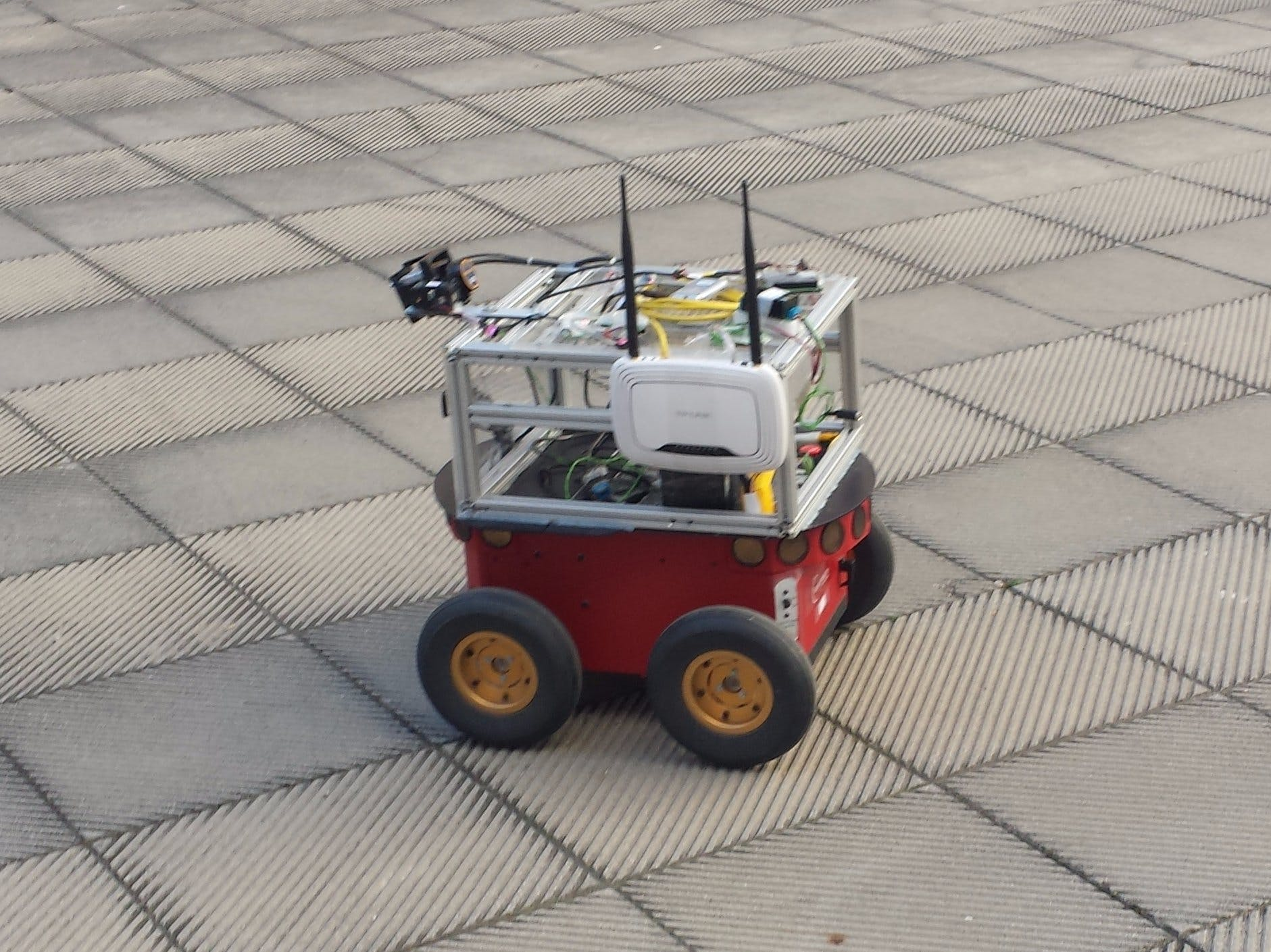 Pioneer3AT Mobile Robot with UP Board and ROS