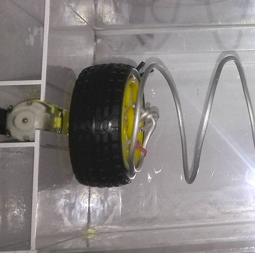 Spiral wire are tied to a wheel using cable ties