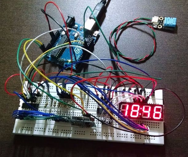 Digital Clock in a Breadborad