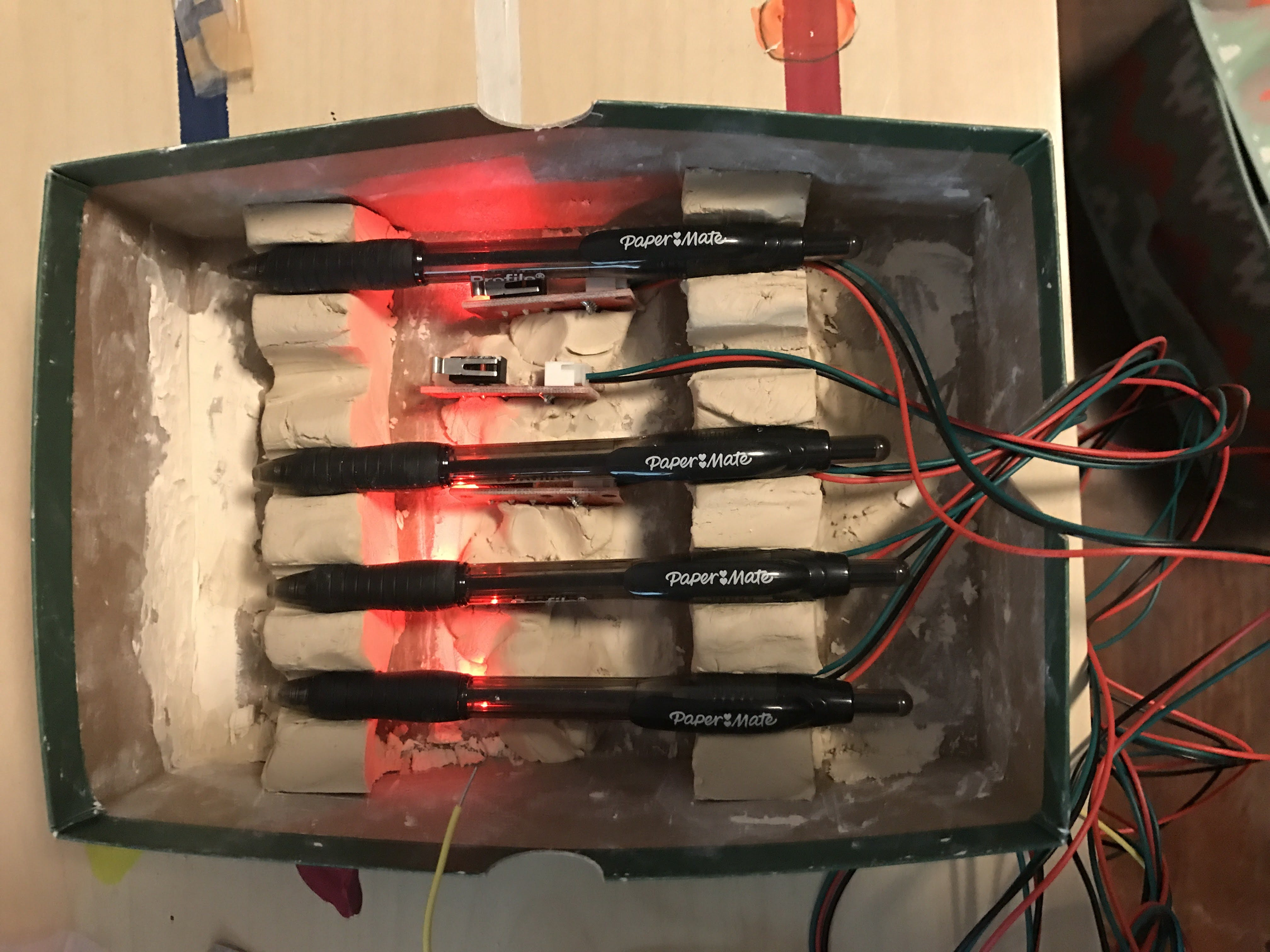 What it looks like when four pens are pressed down.