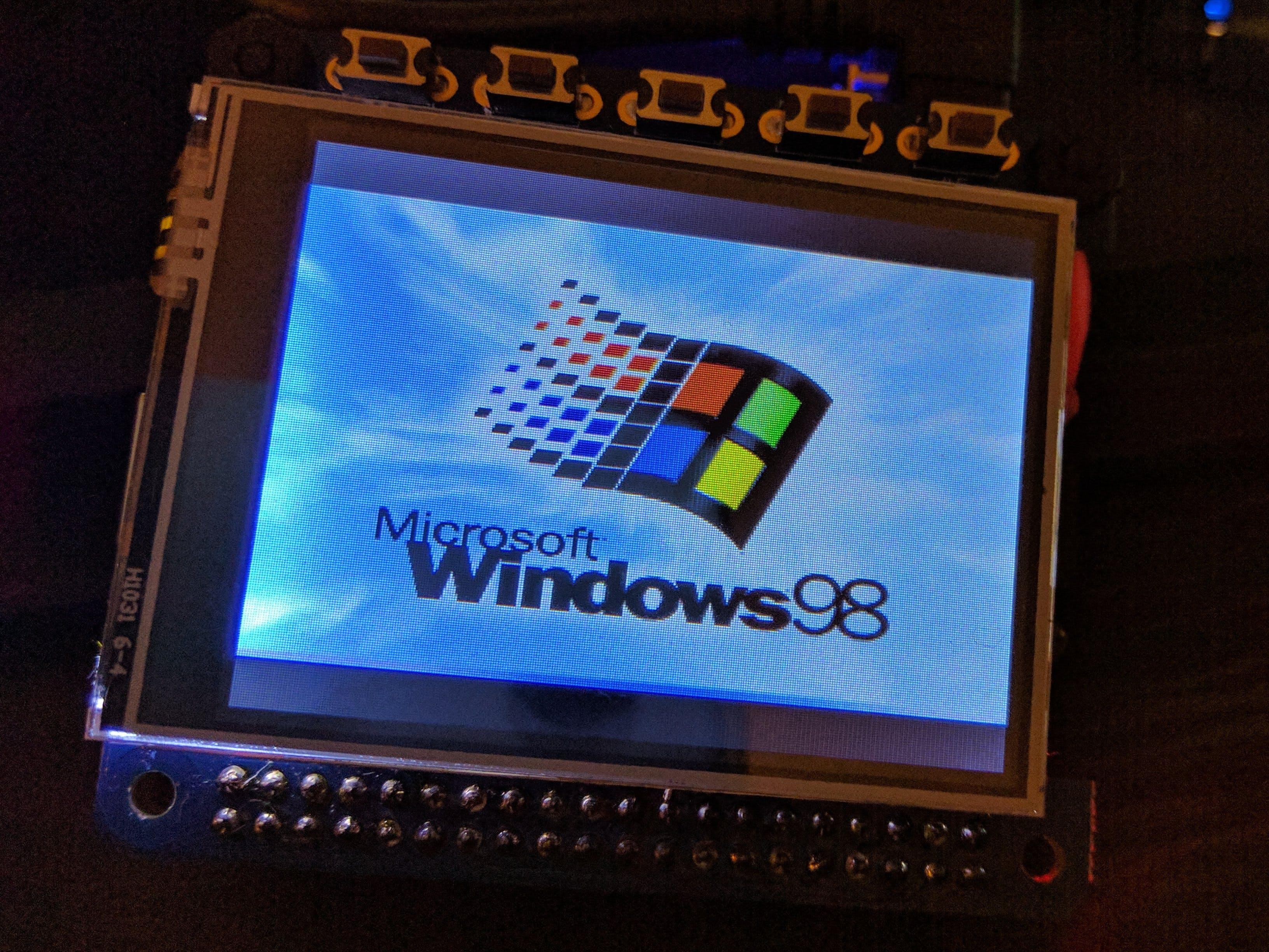 Raspberry Pi wristwatch with Windows 98