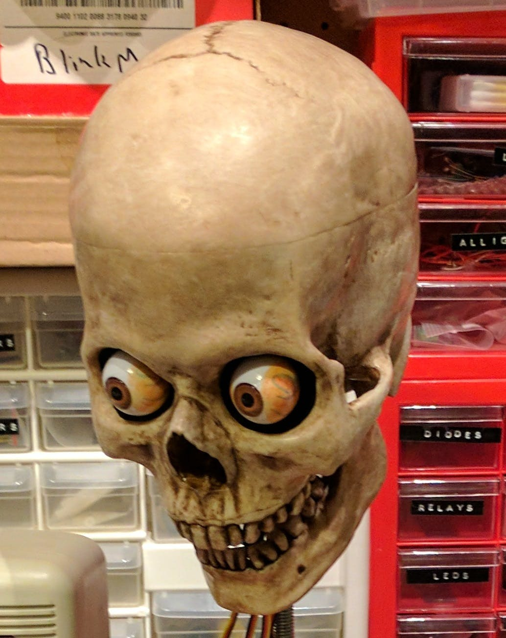 3-axis talking skull with moving eyes