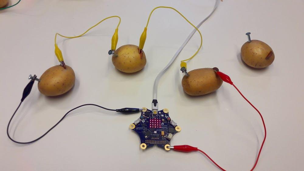 Noch mehr Kartoffeln -> noch mehr Spannung.