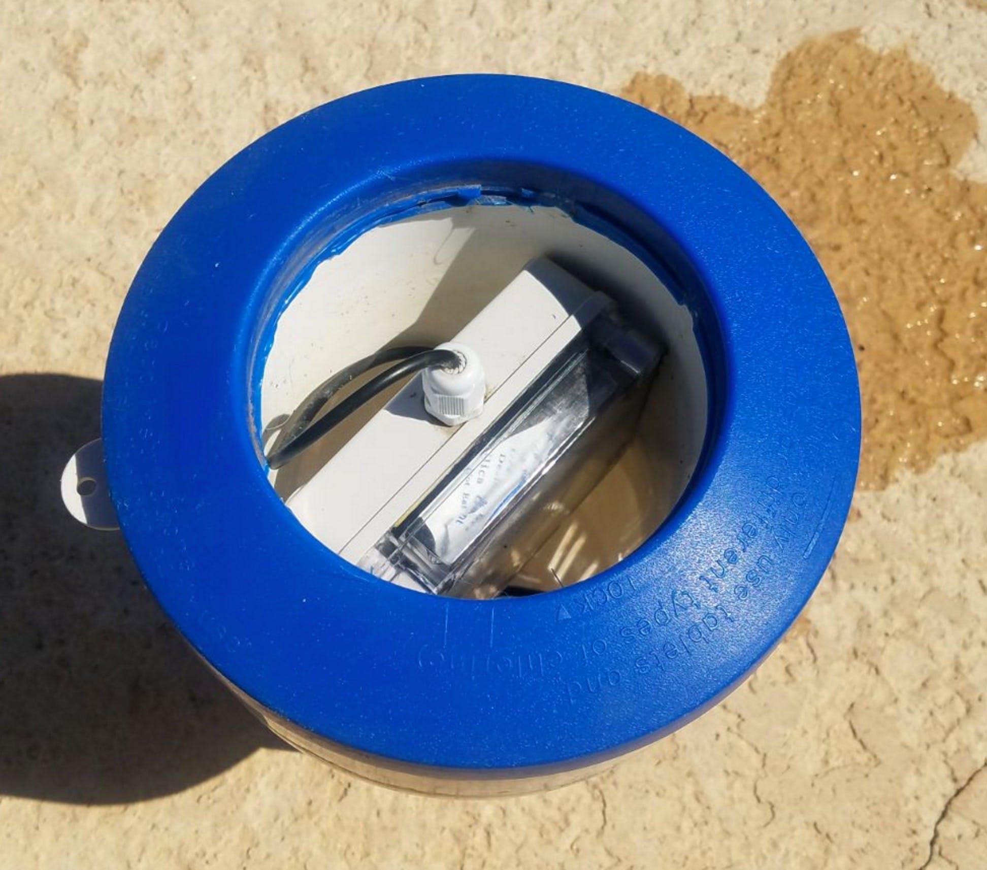Pool temp sensor floater