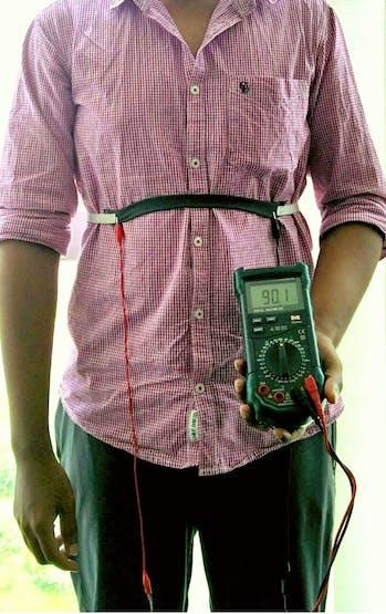 Teammate wearing the eeonyx fabric belt