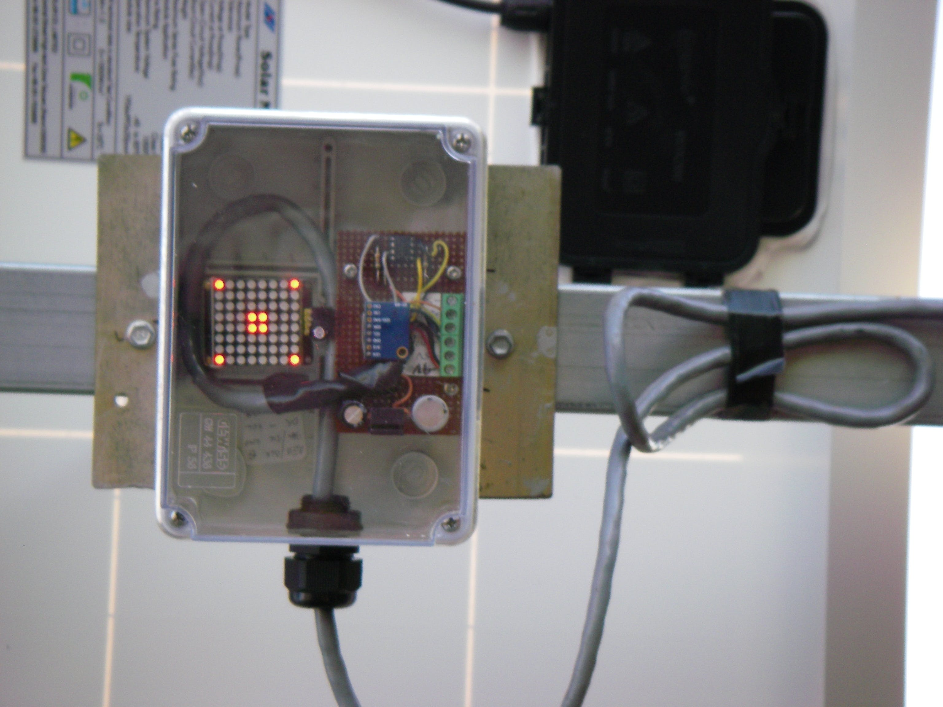 Buffer circuit and pwer regulator added to gyro and display in encloure on panel frame