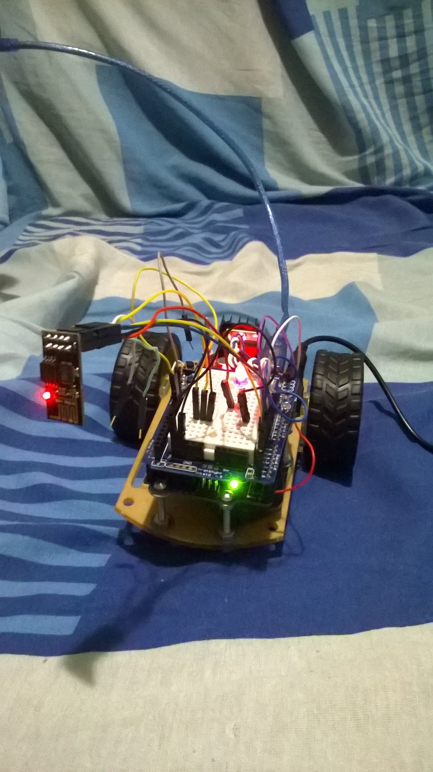 ESP8266 + L298N Motor Drive + Smartphone