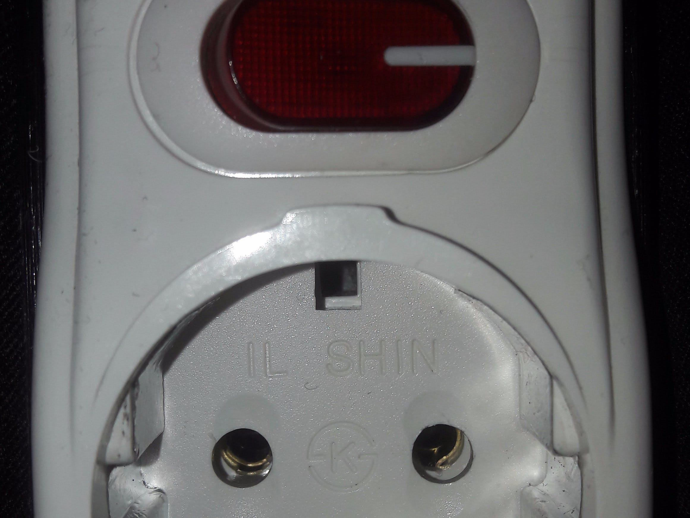 water sensing circuit breaker socket