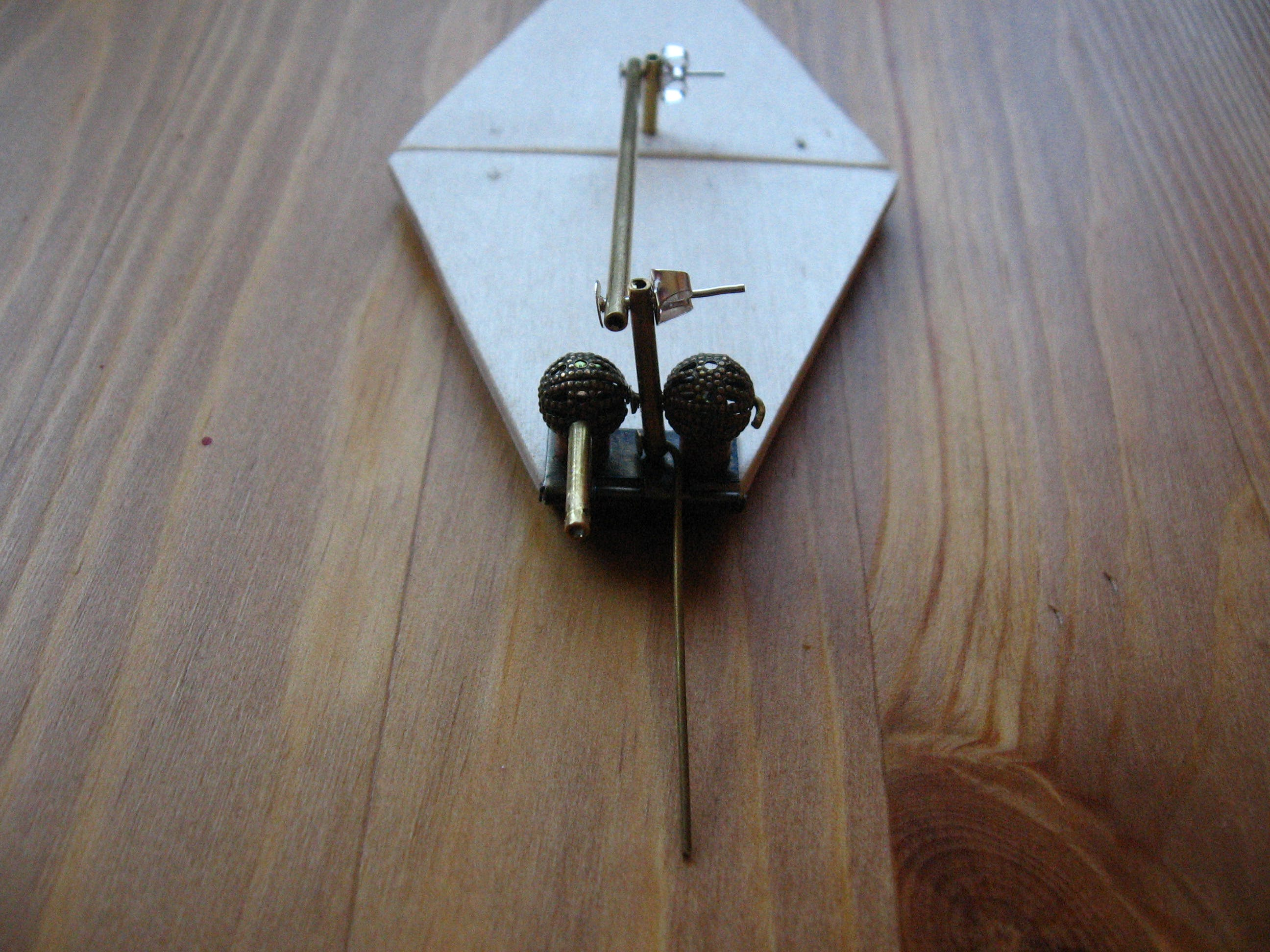 Petal hinge detail with control rods