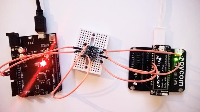 Connection between the Arduino (left) and the Lopy (right), through a LLC