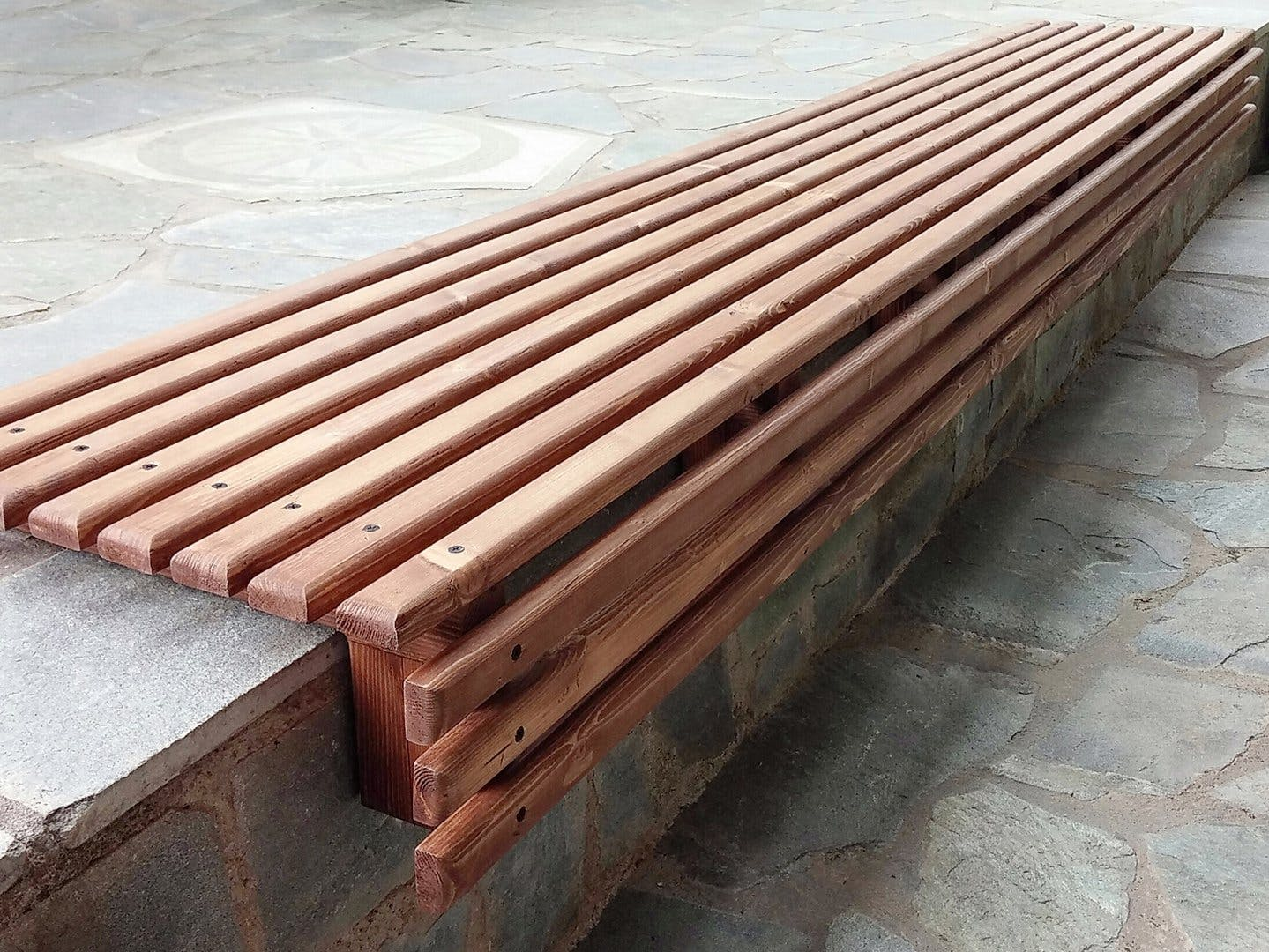 DIY Outdoor Wooden Slat Bench Seat // How-To