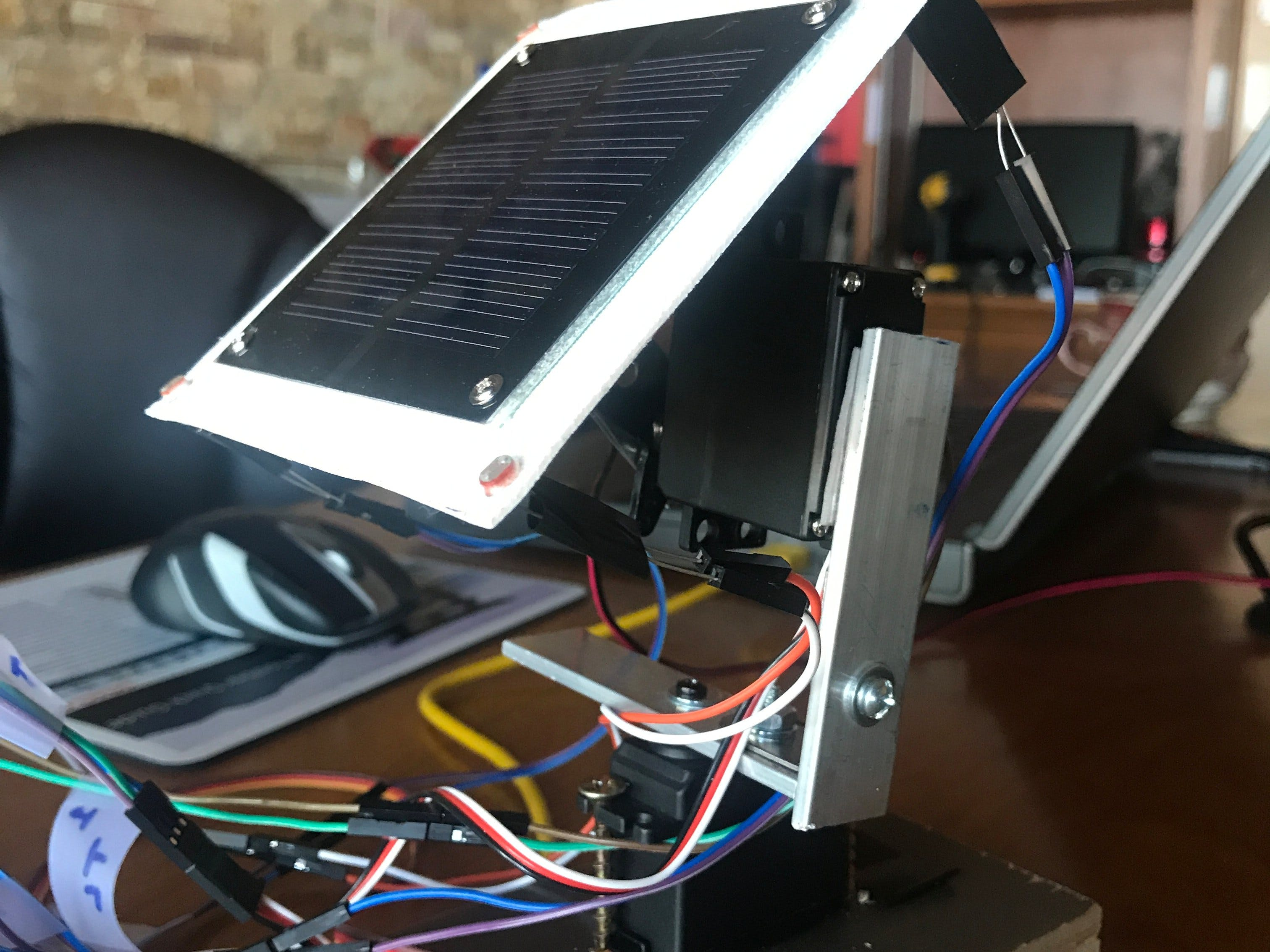 Servo-Controlled, Light-Tracking Solar Panel Platform