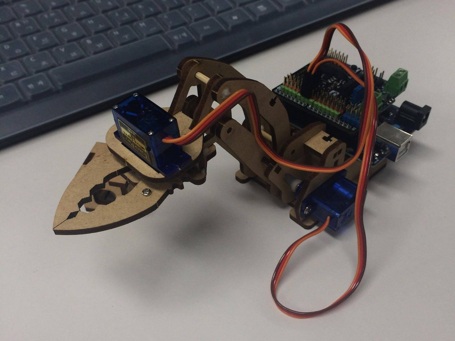 robot arm(arduino 101) TEAM√3