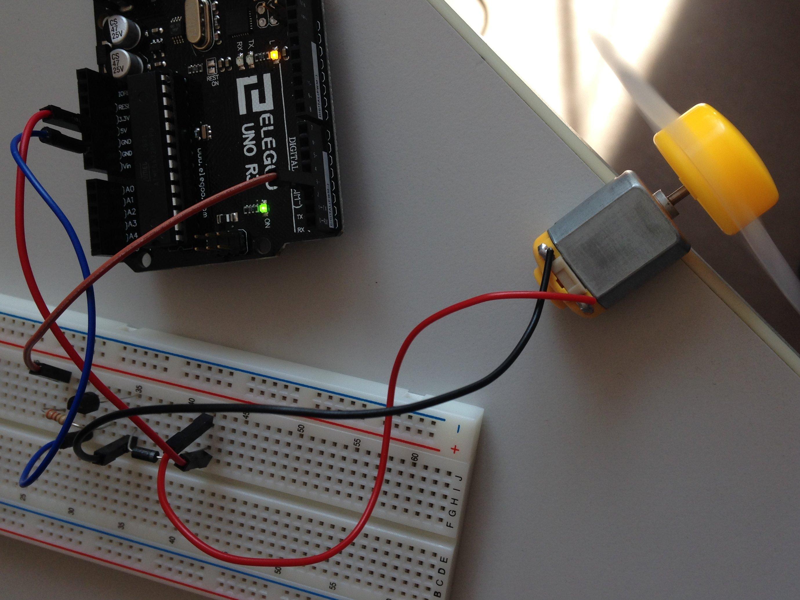 First test super starterkit from elegoo motor v dc arduino