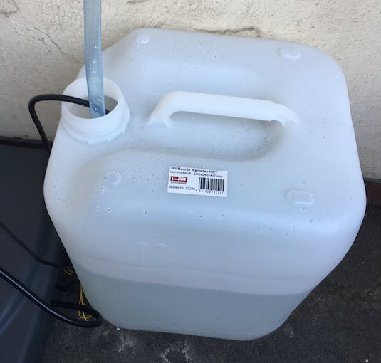 Picture 4: 20 liter water tank