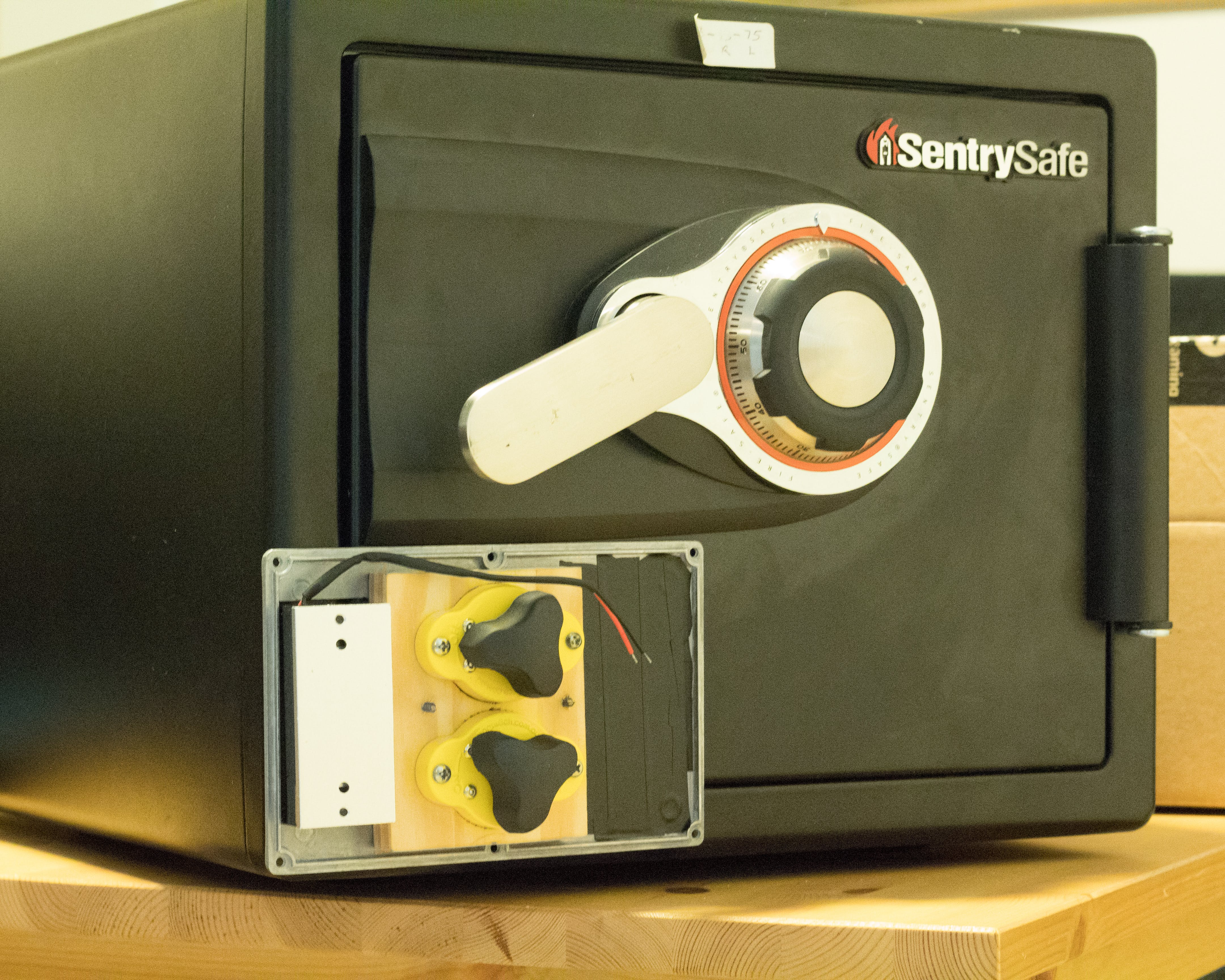 Demonstration of the switchable permanent magnets on the safe door.