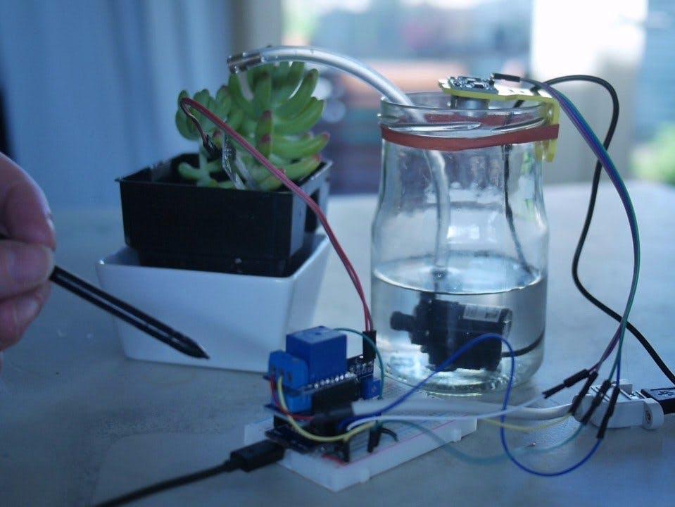 Autonomous Plant (ESP8266 - Arduino)