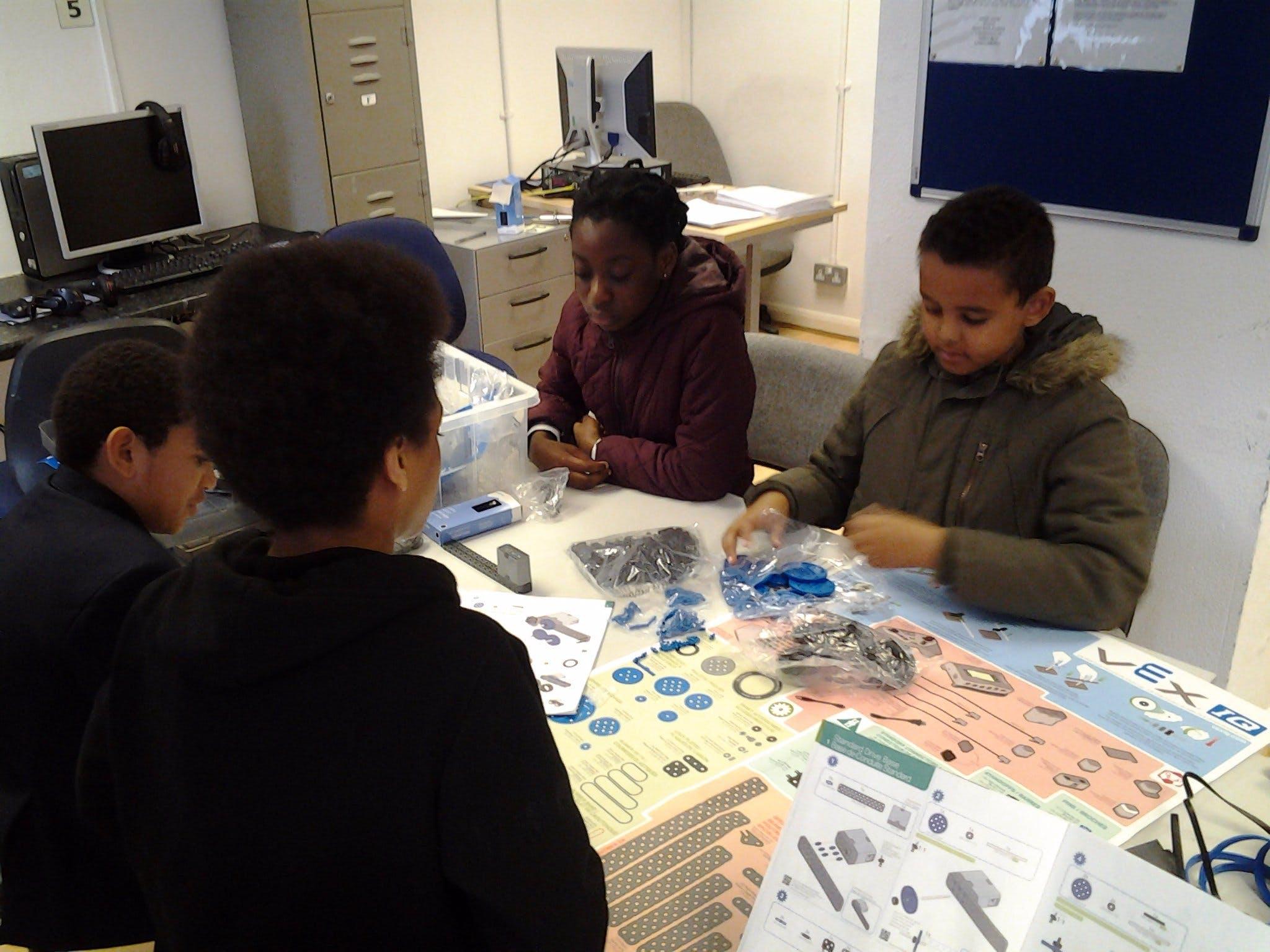 Teaching Kids Robotics: Robot Building Engineering Part-1