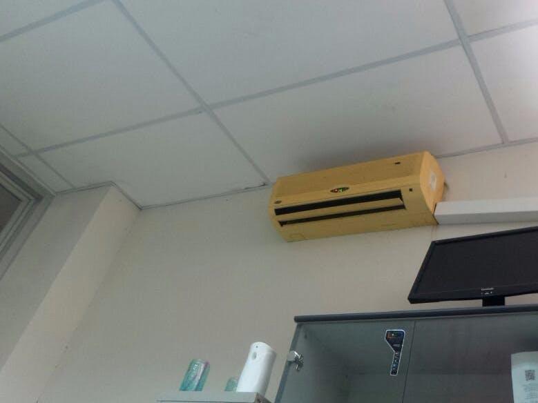 Mengendalikan AC otomatis dengan sensor suhu