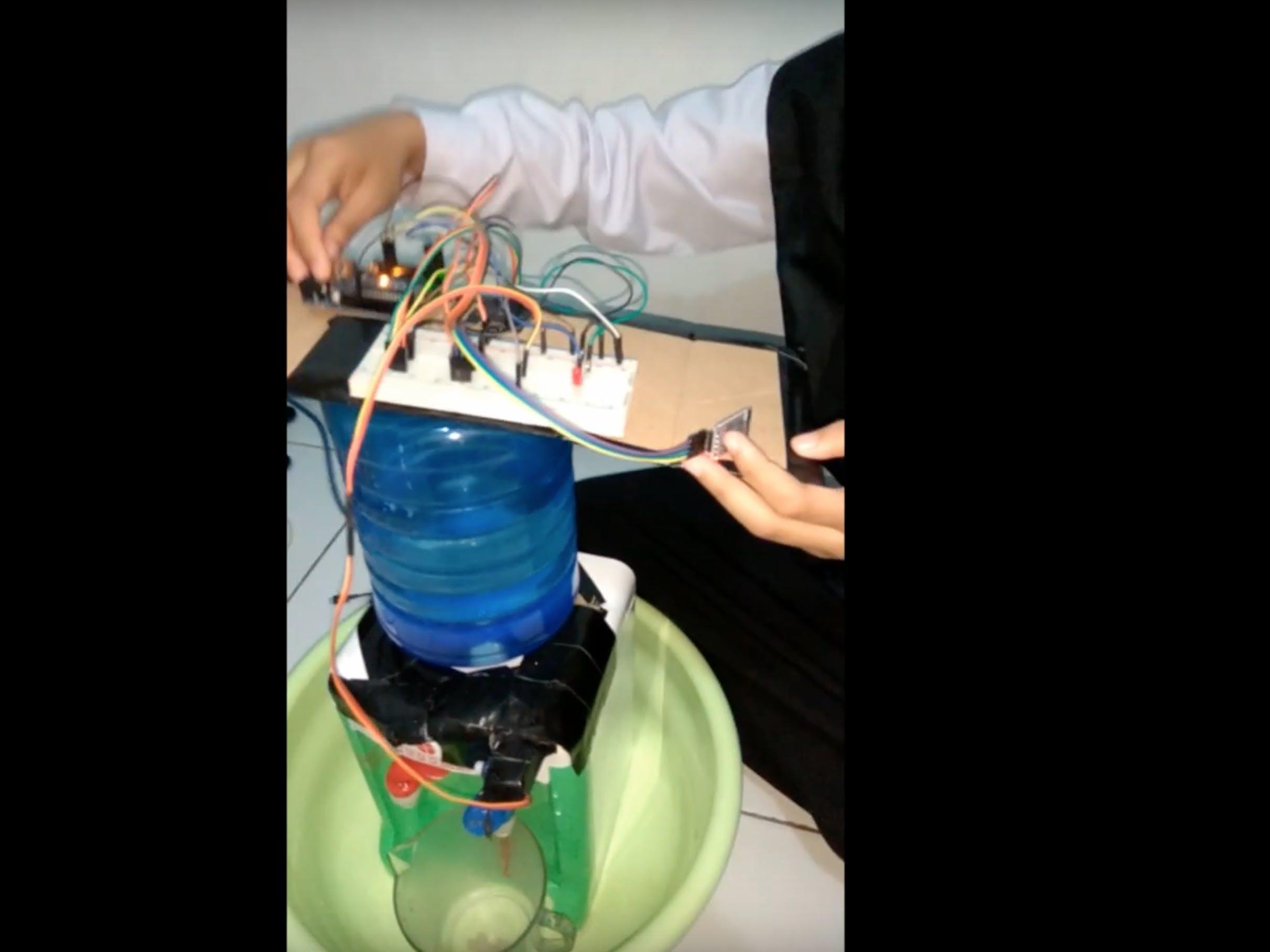 Dispenser Otomatis