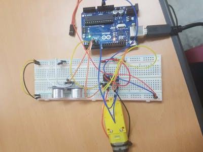InoLab : Ultrasonic sensor + Motor
