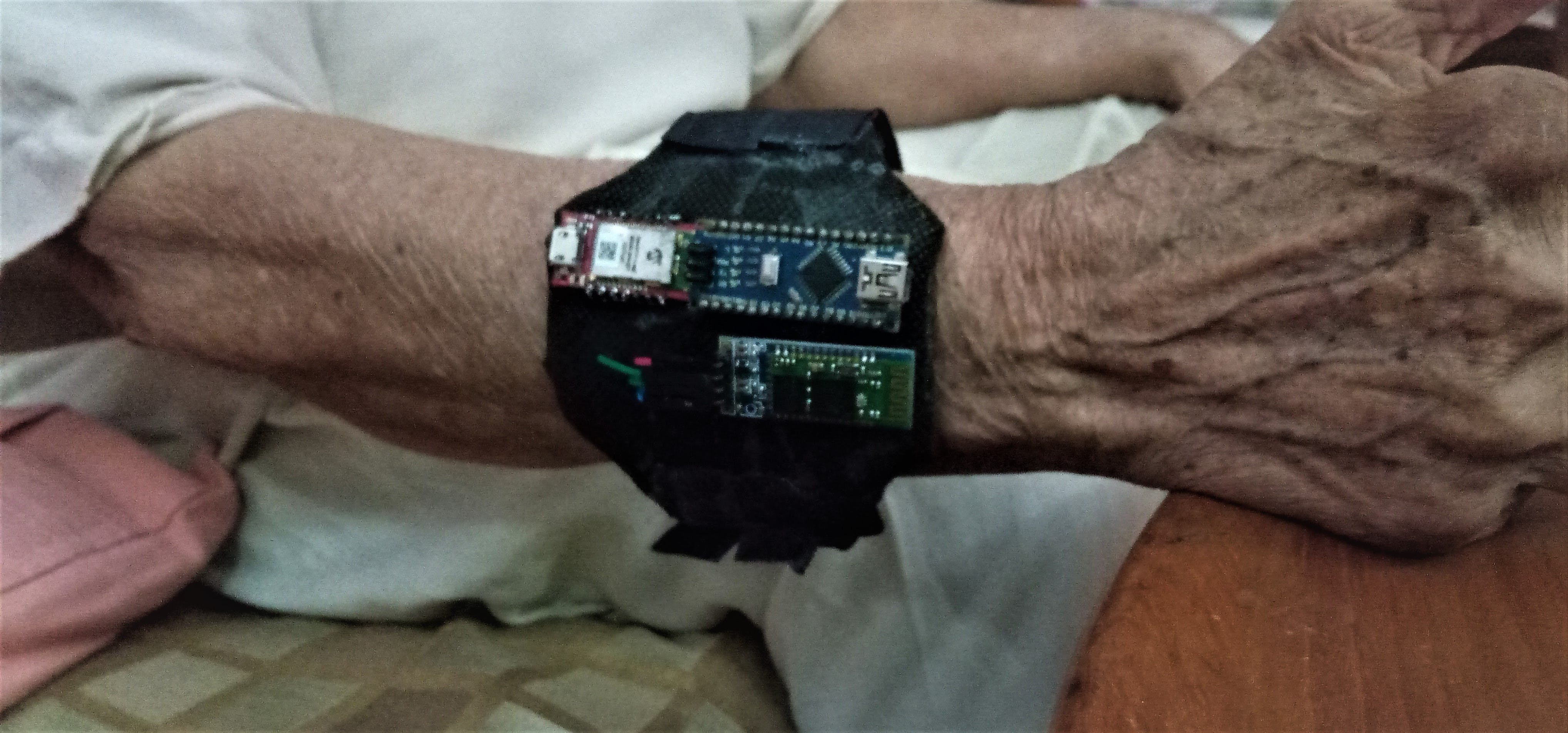 Finally we proudly put the Health band around my grandma's hand, she found it very comfortable : )