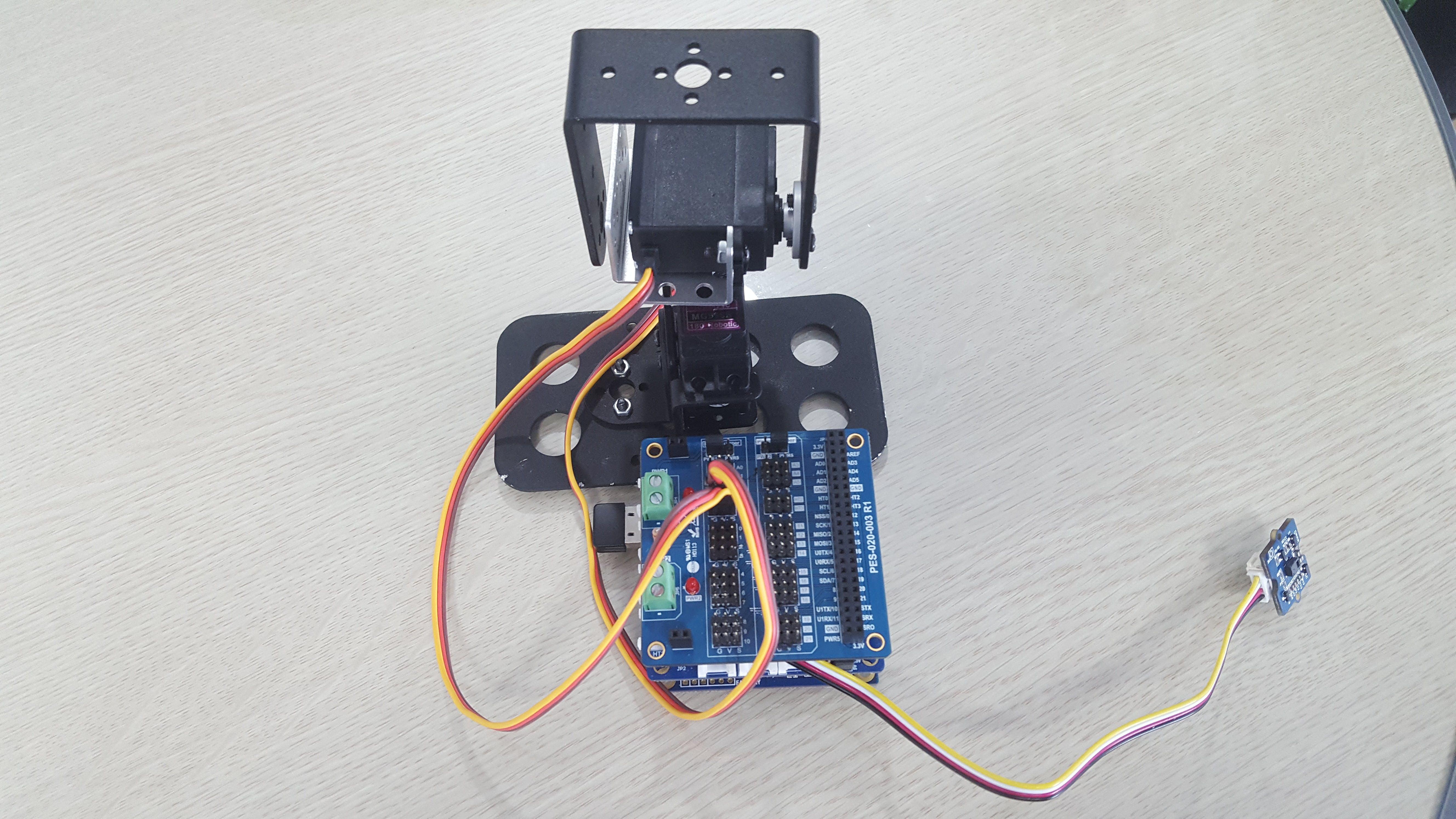 PHPoC Blue, gesture sensor and Pan-Tilt