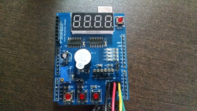 Digital Clock with Mirrored Display Driven by Accelerometers